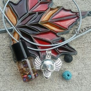 Jewelry - Skull w/wings essential oil diffuser necklace